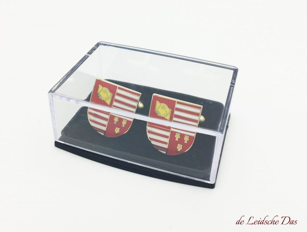 Our prices of cufflinks made in a personalized design are including storage box, custom logo cufflinks